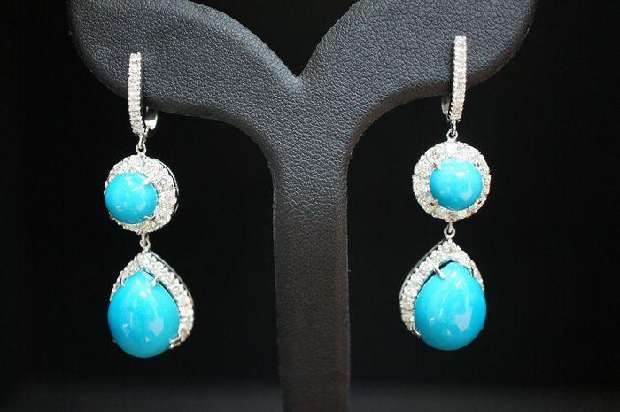 Echte turkoois en diamanten oorhangers  Diamond grootte 0.003-0.004 ct 60pcs / 2 ct. / F-G / VVS-VS.Diamant grootte ongeveer 0001 ct / 16pcs /0.15 ct / F-G / VVS-VSTotal diamond: 215 ct.Totaal gewicht: 13.5gramsMensurements 15 x 50 cmHoud er rekening mee dat de turquoise niet is getest voor natuurlijke oorsprong en uitbreidingenHet item is onlangs gebruikt maar het is in mintvoorwaarde en geen bewijs van schade.  EUR 0.00  Meer informatie