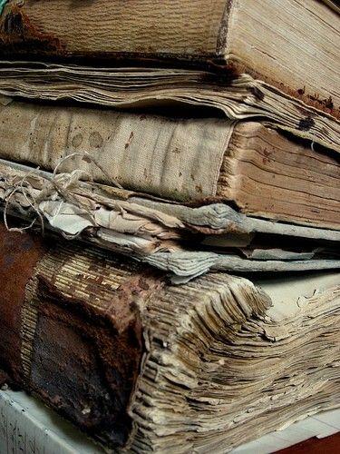 Book Love [http://ellinorshus.blogspot.com/2012/04/blog-post.html] #books #vintage #rustic