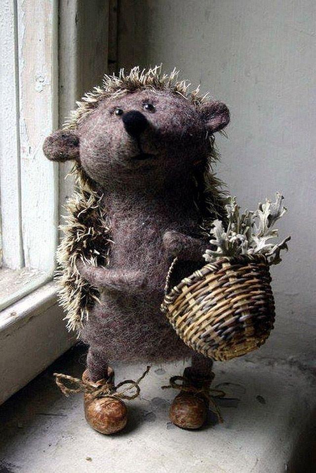 芭蕉blog | たまらなく可愛らしい、窓辺のフェルト人形たち 43P