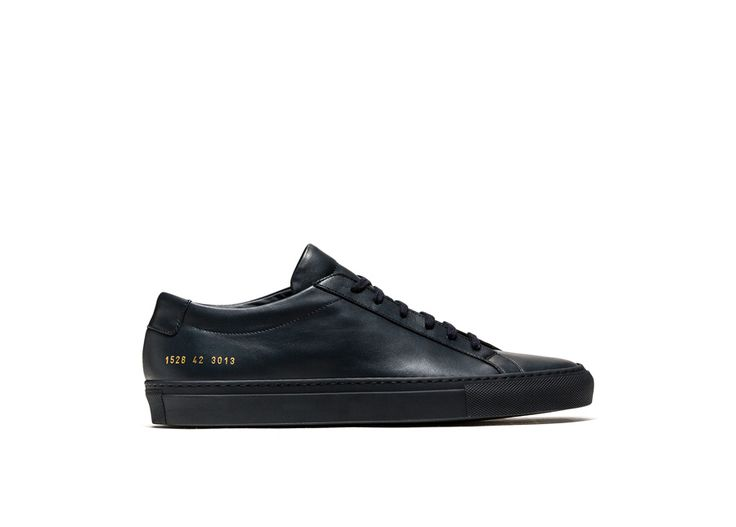 ACHILLES LOW SNEAKERS COLOR NAVY BLUE-made in italy navy blue calfskin achilles low sneakers. color co-ordinated cotton laces. gold-tone size and style code at lateral side. leather insole featuring the common project logo. 2 cm high seamed sole in rubber.