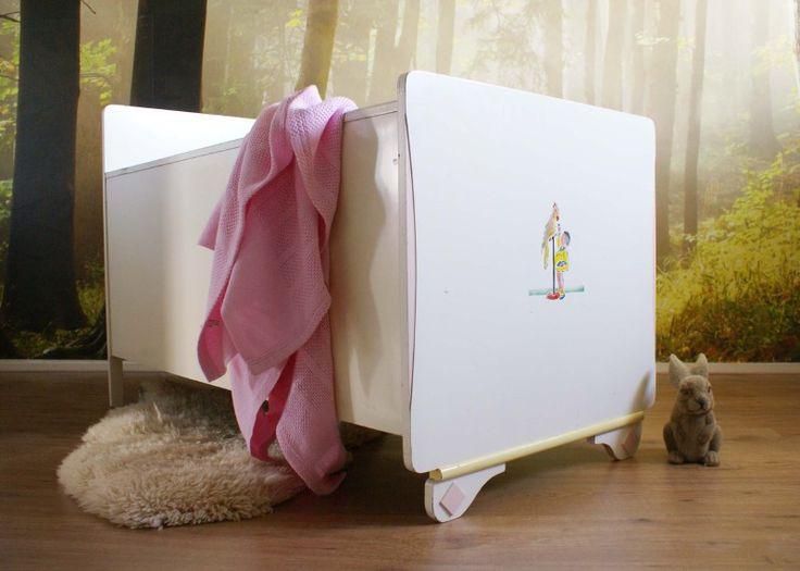 Kek retro ledikant uit de jaren 50/60. Wit vintage wieg/bed | Little people | Flat Sheep