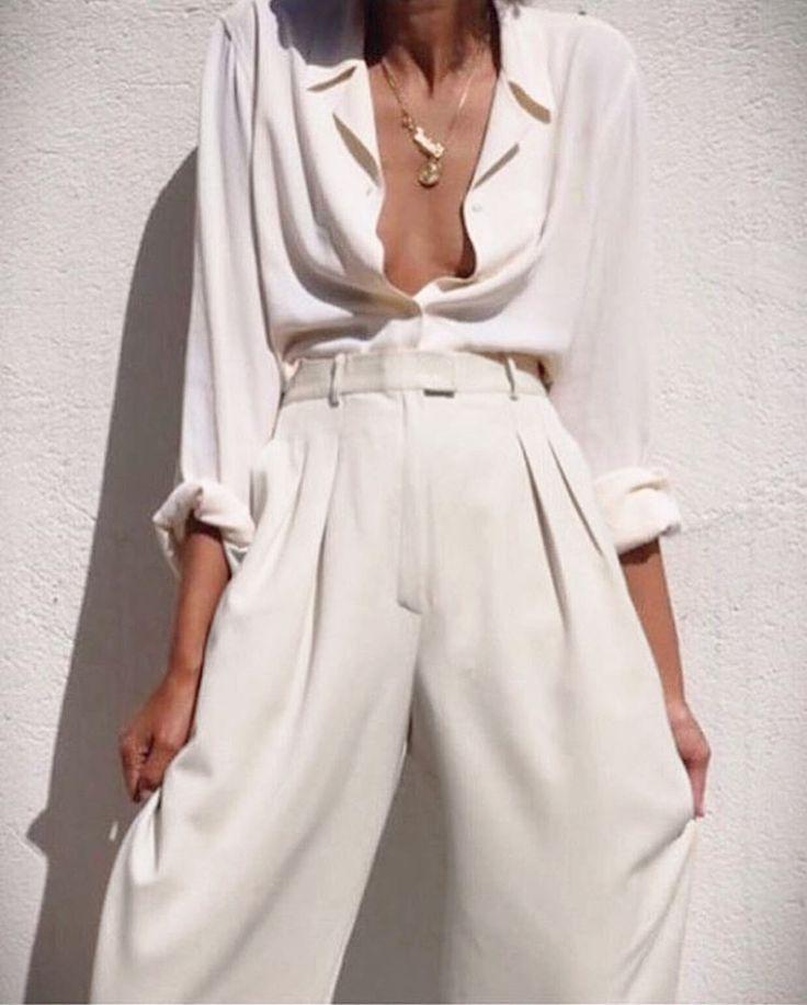 White fluid pants by LANVIN -  Pantalon fluide blanc par LANVIN parfait pour un mariage  http://louiseparis.fr/fr/pantalons/3840-lanvin-pantalon-droit-crepe-blanc-ivoire-taille-38.html
