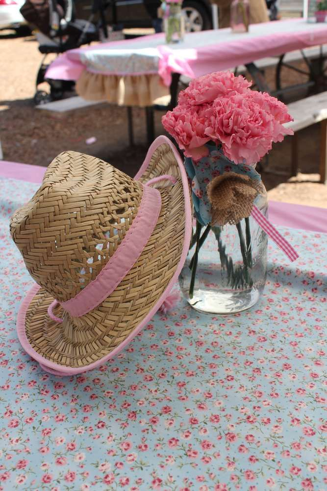 17 best ideas about cowgirl party centerpieces on - Mesa shabby chic ...
