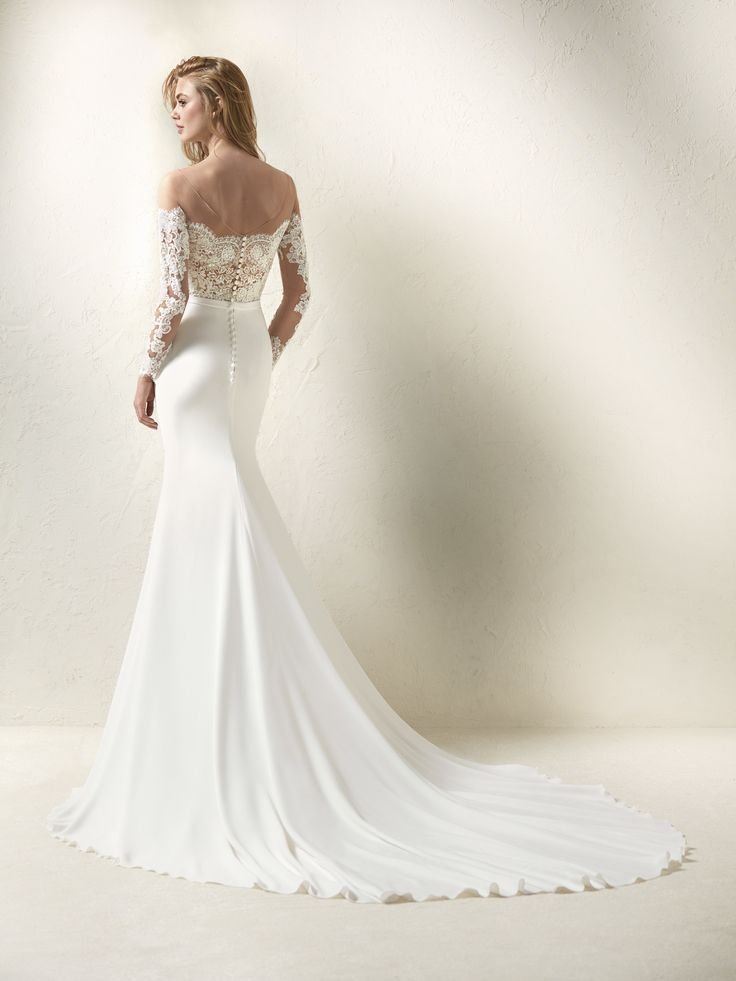 Vestido de novia efecto dos piezas escote