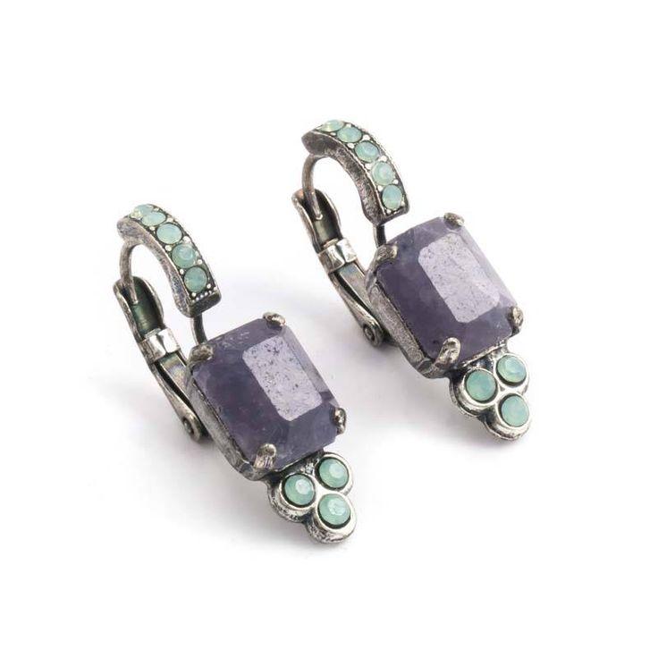 Paarse oorbellen met amethist edelstenen en licht groene Swarovski Elements kristallen koop je bij Aurora Patina!