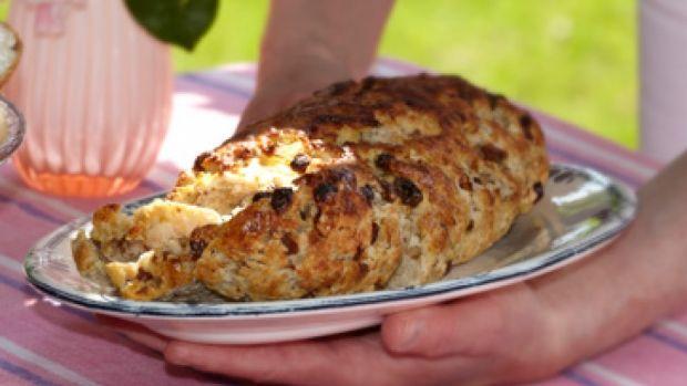 Opskrift på kløben - rosinbrød | Det sønderjyske kaffebord