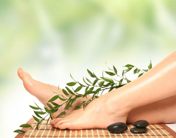 Pon en práctica los siguientes consejos simples por un dermatólogo para mantener tus pies saludables. http://ucut.it/piessaludables