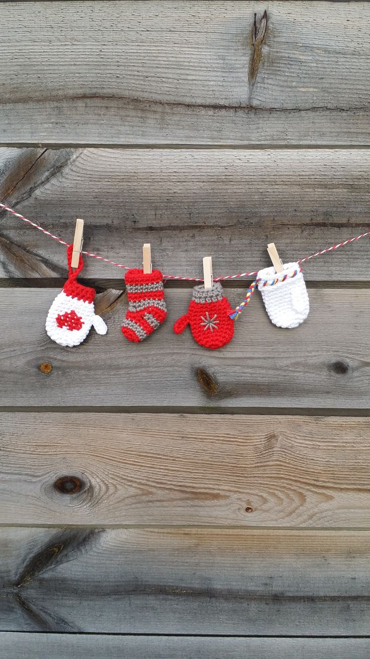 Mini mittens! Free pattern in our blog.