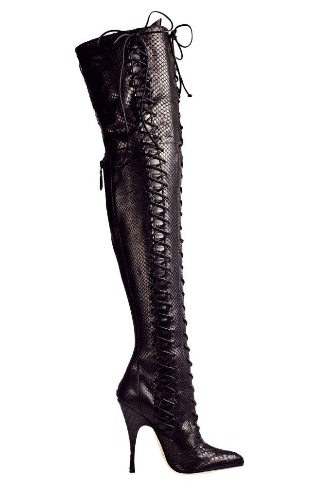 HIGH BOOTS    Botas mosqueteras, de Brian Atwood.    Precio: 4.200€