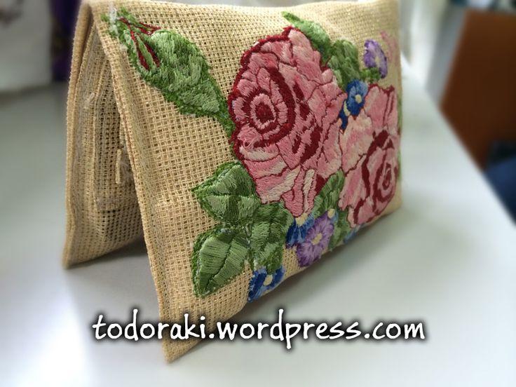Καπνοθήκη με χρυσαφί επένδυση και υπέροχο σχέδιο λουλουδιών σε όμορφα χρώματα για τη φίλη μας τη Ρέα!  Μπορείτε να επισκεφθείτε και την σελίδα μας στο Faceebook: https://www.facebook.com/todorakigr  Αν ενδιαφέρεστε να αποκτήσετε κι εσείς μια καπνοθήκη σαν αυτή, με κάποιον παιδικό ήρωα ή με οποιοδήποτε σχέδιο ή γράμματα θέλετε, επικοινωνήστε μαζί μας στο to_doraki@yahoo.gr  #colors #handmade #tobaccoCase #case #tobacco