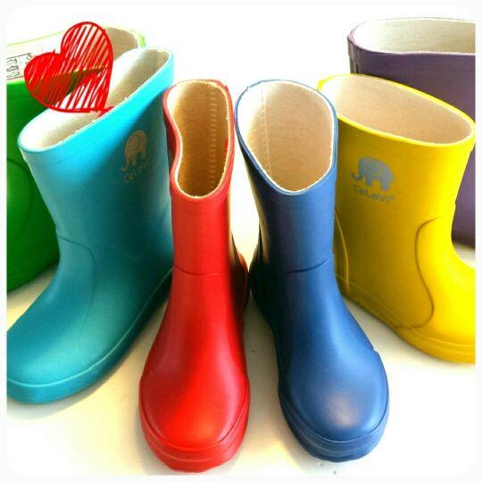 Fantastische rubber regenlaarsjes in vrolijke kleuren van @CeLaVi.  http://www.stoerkids.nl/index.php?cPath=6_194