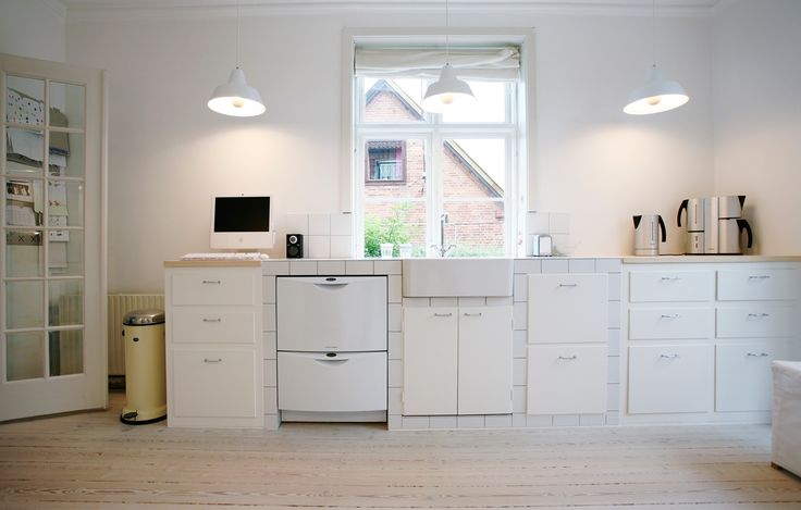 Snedkerkøkken i København med hvide fliser - Flisekøkken - Køkkenelementer på mål - individuelt snedkerkøkken Frederiksberg