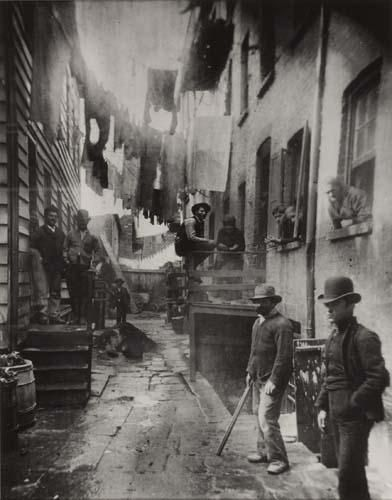 Alexander Alland, Jacob Riis, Bandit's Roost, 591/2 Mulberry Street, n.d.