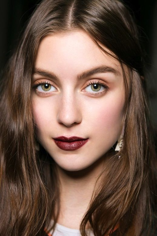 Every winter, we come across a new beauty look that becomes our go-to for the rest of the season. This year, we are loving this warm, romantic look. It not only looks beautiful, but it is also super easy to pull off.