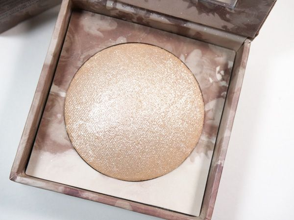 Urban Decay Naked Illuminated Shimmering Powder  beautifulmakeupsearch.com