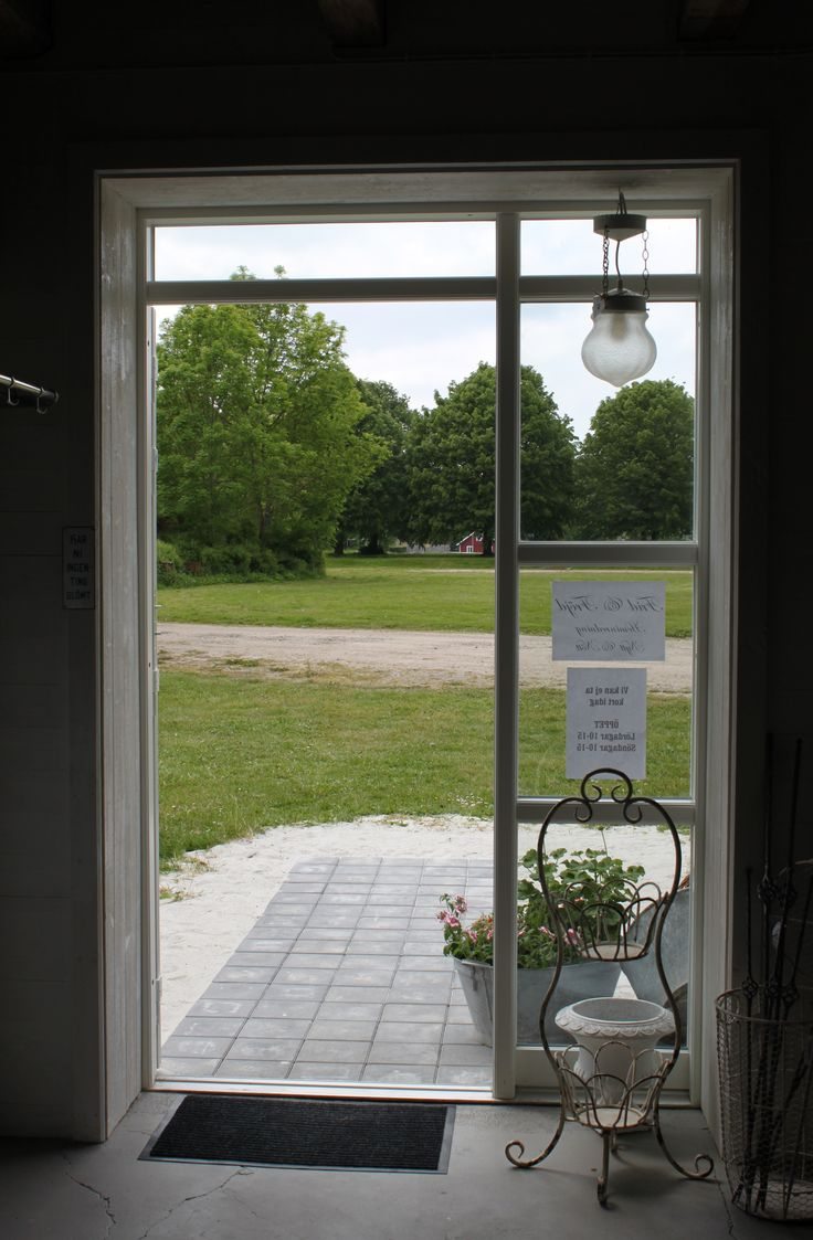 Frid & Fröjd Stockamöllan sista helgen i maj 2014. Plattorna utanför hann precis komma på plats innan dörren skulle öppnas för första gången.