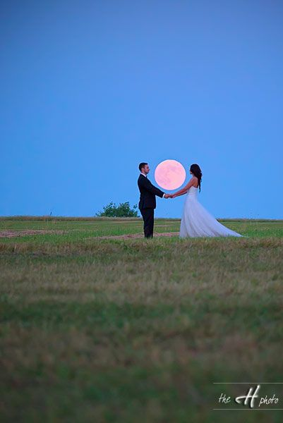 There will be a full moon on our wedding day