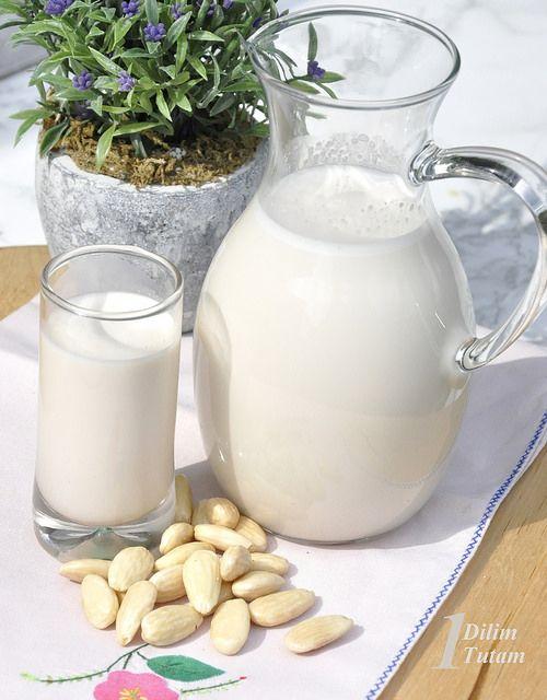 BIR DILIM BIR TUTAM: Badem sütü