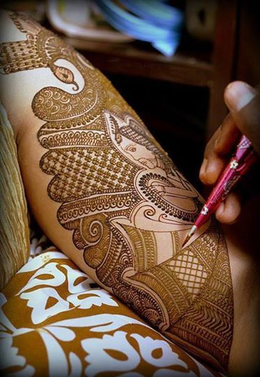 I think this picture says everything and more about mehndi and its beauty