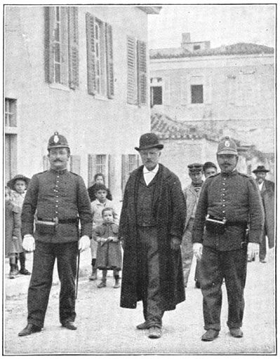Politieagenten met een arrestant (Athene) - Hellenic Police - Wikipedia