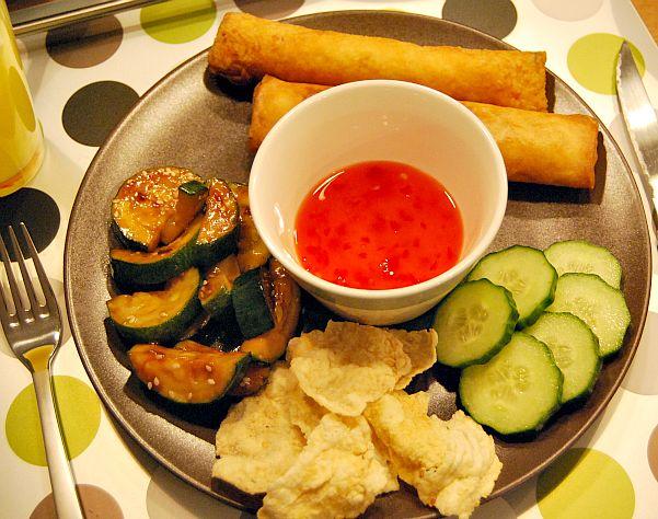 Eenvoudig recept voor Vietnamese loempia's. Vulling met kip, maar kan ook met vis of vegetarisch.
