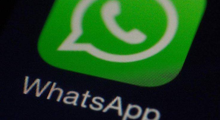 Whatsapp sufre una caída a nivel internacional   El servicio de chat mediante telefonía inteligente Whatsapp experimenta este miércoles una caída mundial.  Muchos usuarios utilizan otras redes sociales para expresar su malestar por la falta del servicio pero no hay ningún comunicado oficial de la compañía.  En Twitter la palabra Whatsapp unido a 'Whatsapp down' y 'Whatsapp no funciona' es tendencia por las quejas de los usuarios. (I)  redes sociales WhatsAppr