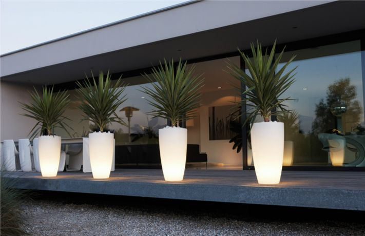 Plantenbakken met geintegreerd soft tone licht. http://www.elho.nl/