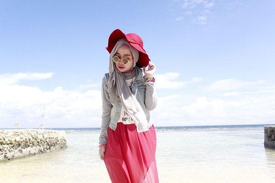 Qonitah Al-Jundiah -  She sells seashells by the seashore