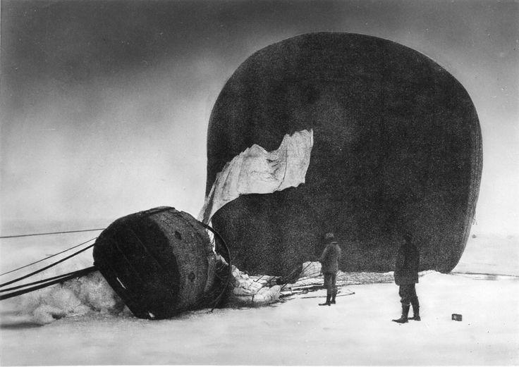 Nils Strindberg, 'Salomon Andrée en Knut Fraenkel bij hun neergestorte ballon op het poolijs', 1897, Collectie Grenna Museum - Andrée Expedition Polarcenter
