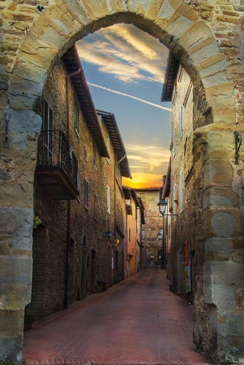 Porta Fiorentina in Paciano - Umbria, Italy