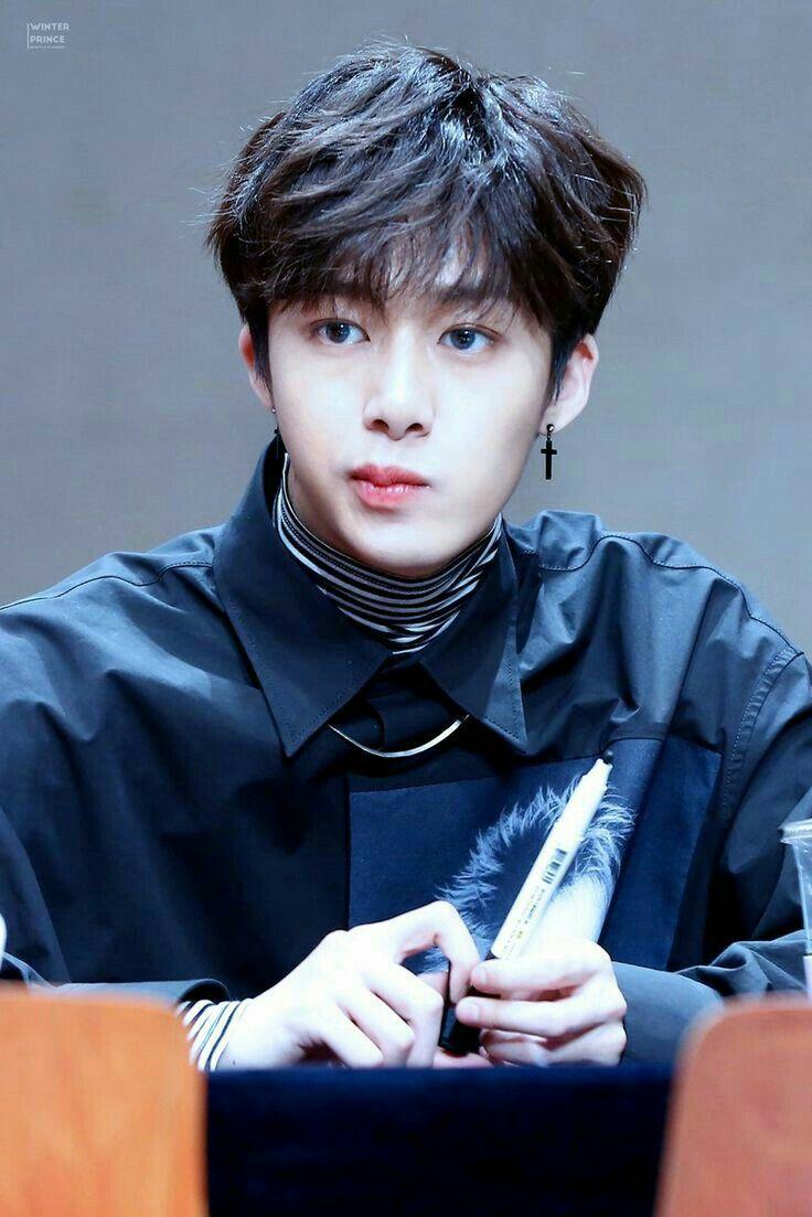 Pela amor HyunWoo é muito lindo