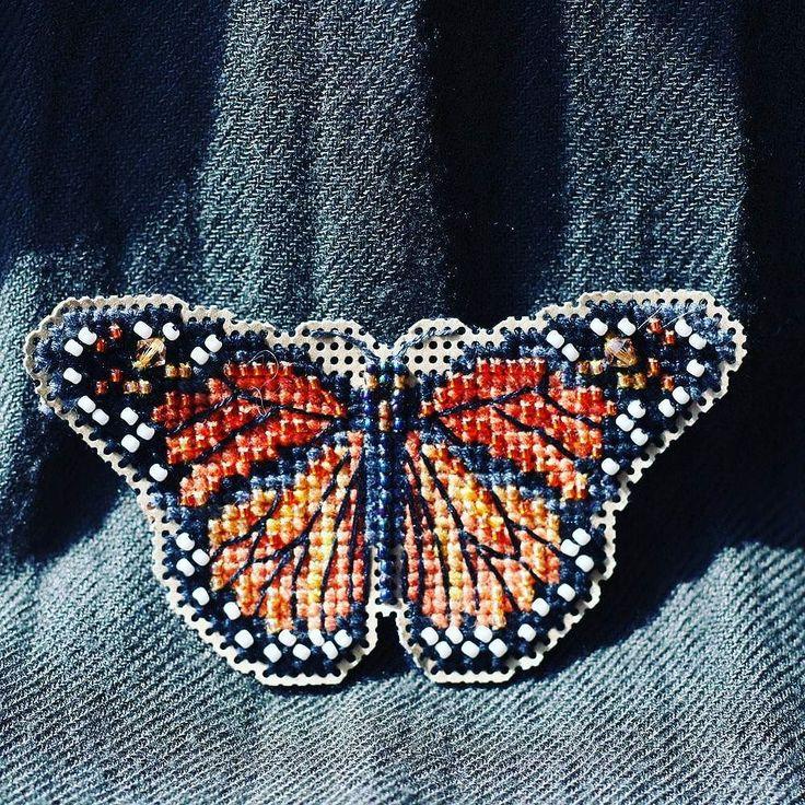 Второй выход #orangemood вышитая бабочка-монарх от #millhill