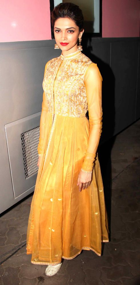 Deepika Padukone on the sets of 'Madhubala: Ek Ishq Ek Junoon' #Bollywood #Fashion