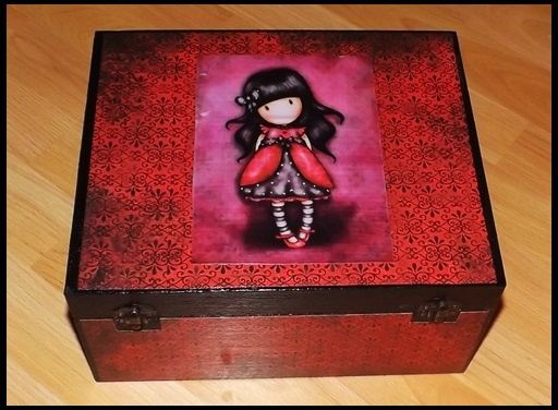 Piros doboz