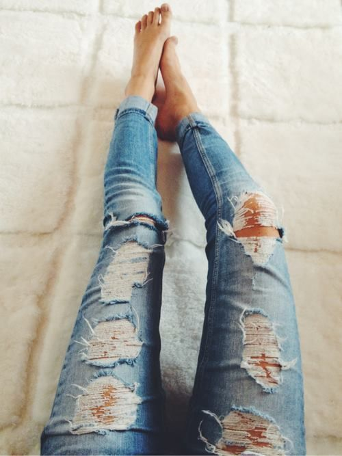 ripped jeans. Would look better if they were on a curvier woman than a chicken-legged one.