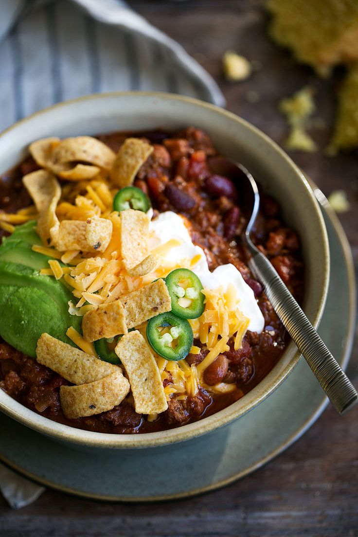 Classic beef chili topped with sour cream, Cheddar cheese, avocado, jalapeño & fritos