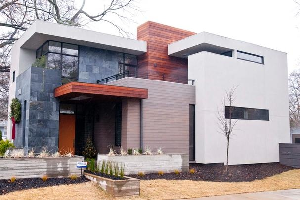 When he first contemplated building a modern home, Michael Plutino had some reservations about taking such a dramatic aesthetic leap. His previous home was a 1935 Tudor in Morningside. Designed by architect Scott West