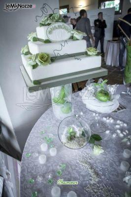 http://www.lemienozze.it/gallerie/foto-fiori-e-allestimenti-matrimonio/img34886.html Tavolo della torta nuziale sui toni del verde