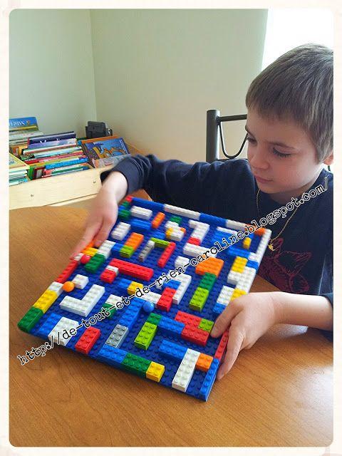De tout et de rien: Activités pour le Préscolaire: Créer un jeu de bagatelle et un labyrinthe avec des briques de construction Lego. Create a magnetic pinball game and a labyrinth of Legos