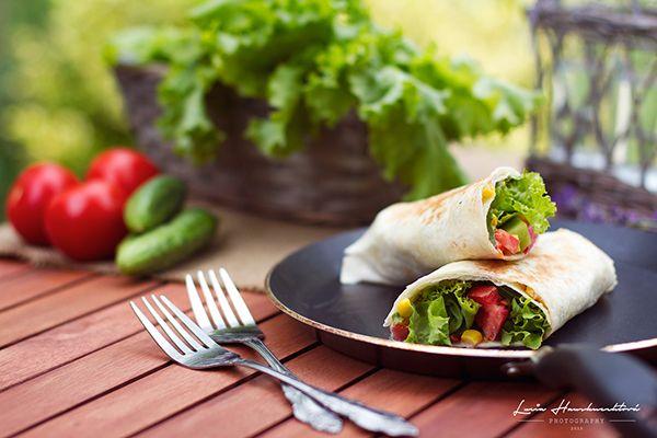 Chrumkavá zeleninová tortilla s jogurtovým dressingom