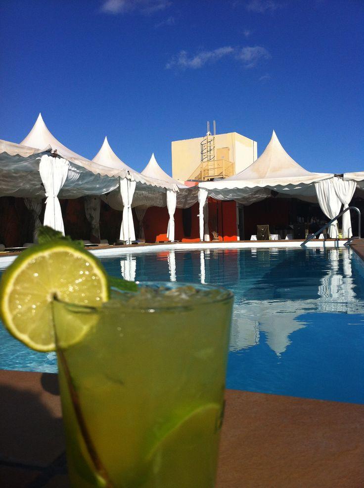 a drink in the gorbea chillout terrace una bebida en la terraza chill out