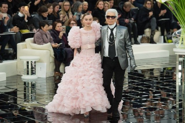 Chanel Haute Couture: Lily-Rose Depp reginetta in rosa