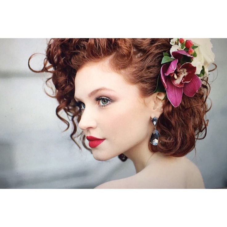 Give me flowers and I'm the happiest girl in the world.  #vintage #redhead #makeup #redlips #bridal #shorthair #bobhair #curlyhair #lashes #mac #capetown #glamour #jewelry