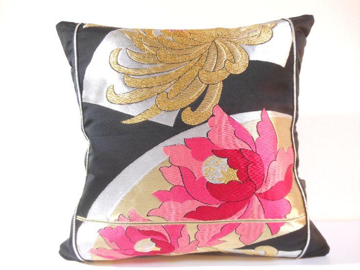 私の Etsy ショップからのお気に入り https://www.etsy.com/jp/listing/273594790/japanese-silk-kimono-obi-pillow-319