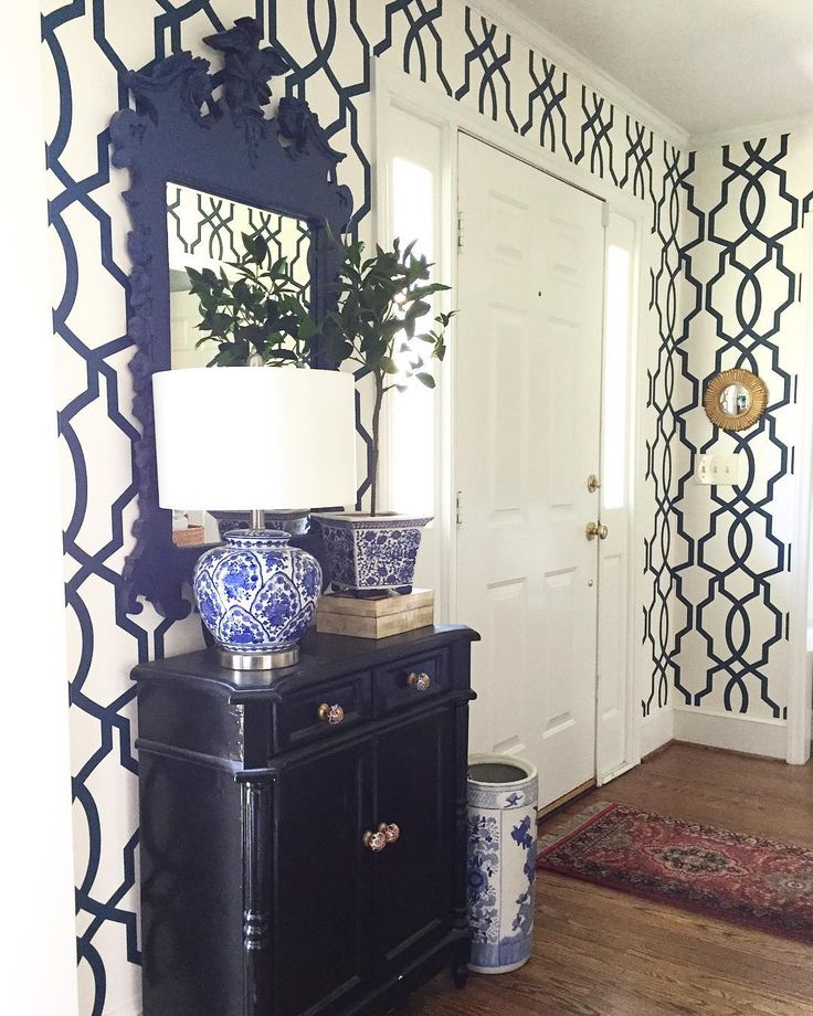 blue and white entryway, colonial, trellis wallpaper, federal mirror, chinoiserie