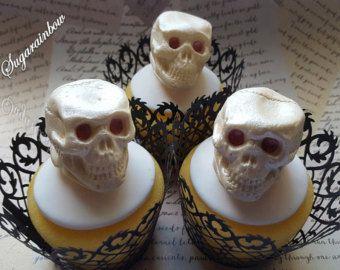 3 commestibili di zucchero Halloween teschi (3D) torta cupcake toppers decorazioni avorio con perle shimmer