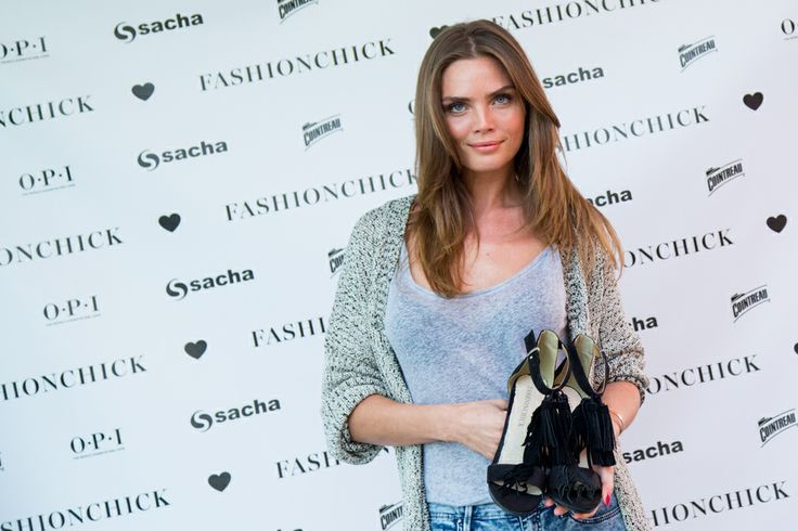 Dutch model Kim Feenstra showing the Fashionchick collection for Sacha // copyright THE VIEWFINDER