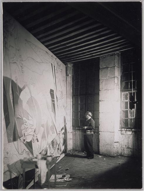 """Dora Maar   Pablo Picasso In Front """"Guernica,""""   1937( Todas las mañanas a una hora fija Dora Maar hacia una foto de la pintura.Existe una serie completa de toda la obra.La unica mujer que Picasso considero inteligente de todas las que tuvo"""