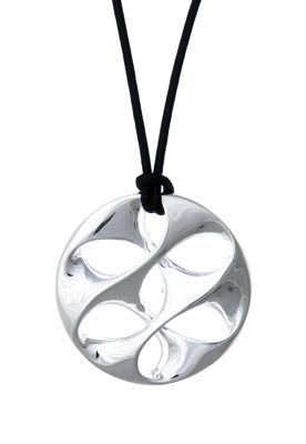 Whanau Silver Pendant – Tahi Jewelry    Keep Them Close with a Family Pendant http://www.shopnewzealand.co.nz/en/c/Jewellery