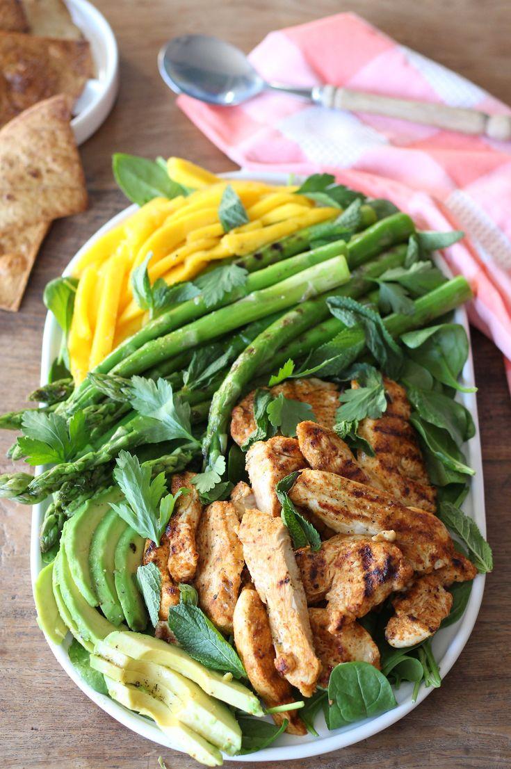 Pasen is begonnen op Francesca Kookt! En ik trap vandaag af met deze heerlijke Tex Mex kipsalade met groene asperges, mango en limoendressing voor de brunch. Kruidig en fris van smaak én je bent binnen 30 minuten klaar :-)     http://www.francescakookt.nl/tex-mex-kipsalade-met-groene-asperges-mango-en-limoendressing/